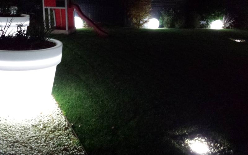 Iluminación de jardín en Cantabria